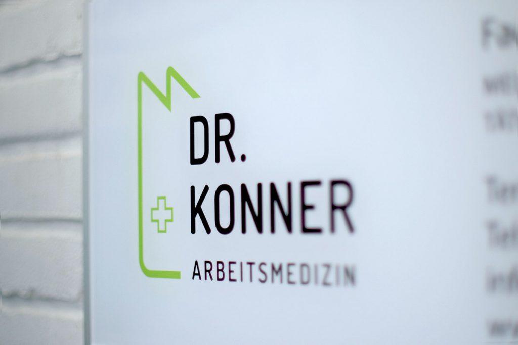 Praxisschild Arbeitsmedizin Dr. Konner